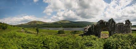 Paisaje del castillo de Doon del lago Foto de archivo libre de regalías