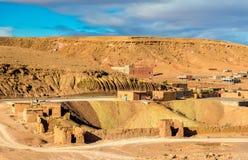 Paisaje del desierto cerca del pueblo de Ait Ben Haddou en Marruecos Foto de archivo