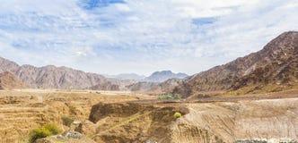 Paisaje del desierto con las montañas Fotografía de archivo