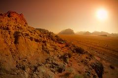 Paisaje del desierto del ron del lecho de un río seco, Jordania por salida del sol Imágenes de archivo libres de regalías