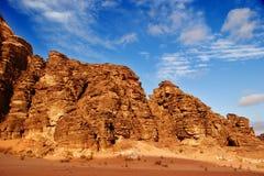 Paisaje del desierto del ron del lecho de un río seco, Jordania Imagen de archivo libre de regalías
