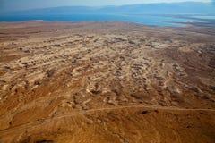 Paisaje del desierto en el mar muerto en la puesta del sol Foto de archivo