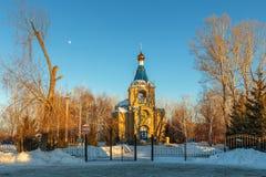 Paisaje del invierno con la iglesia del campo Imagen de archivo