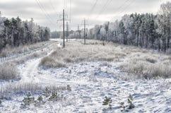 Paisaje del invierno con las electro líneas Imágenes de archivo libres de regalías