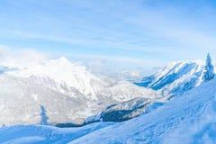 Paisaje del invierno con las montañas nevadas en Seefeld, Austria fotografía de archivo libre de regalías