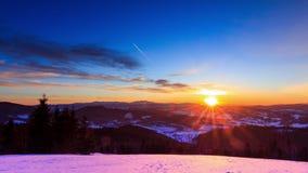 Paisaje del invierno de la montaña metrajes