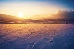 Paisaje del invierno de la puesta del sol Fotos de archivo libres de regalías