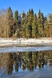 Paisaje del invierno de River Valley imagen de archivo libre de regalías