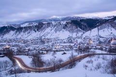 Paisaje del invierno de Transilvania en el área del salvado, condado de Brasov imagenes de archivo