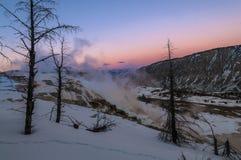 Paisaje del invierno de Yellowstone en la puesta del sol fotos de archivo libres de regalías