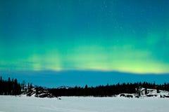 Paisaje del invierno del aurora borealis de la aurora boreal Imágenes de archivo libres de regalías