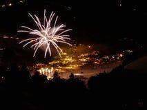Paisaje del invierno del fuego artificial de la Feliz Año Nuevo Fotos de archivo libres de regalías
