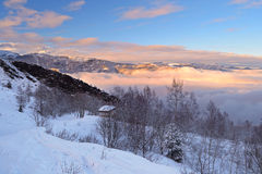 Paisaje del invierno en la puesta del sol Imagen de archivo libre de regalías