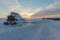 Paisaje del invierno en la puesta del sol Fotos de archivo libres de regalías