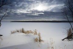 Paisaje del invierno en los bancos del río Ob Imágenes de archivo libres de regalías