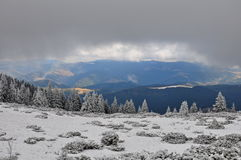 Paisaje del invierno en montañas cárpatas Fotos de archivo libres de regalías