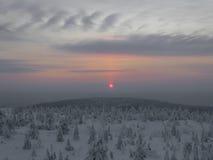 Paisaje del invierno en puesta del sol Imagen de archivo libre de regalías