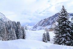 Paisaje del invierno en Suiza imagen de archivo libre de regalías
