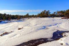 Paisaje del invierno, nieve en las rocas Fotos de archivo libres de regalías