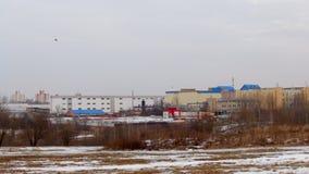 Paisaje del invierno Zona industrial de la ciudad Sityscape metrajes