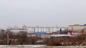 Paisaje del invierno Zona industrial de la ciudad Paisaje urbano almacen de video
