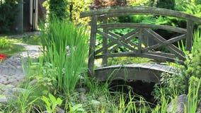 Paisaje del jardín con el puente Fotografía de archivo