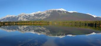 Paisaje del lago Beauvert en parque nacional de jaspe imagen de archivo
