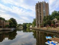 Paisaje del lago: Forma de vida urbana Reston VA Imagenes de archivo