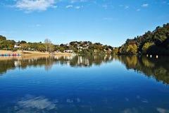 Paisaje del lago Santo-pis-sur-Nivelle en vasco francés Coundry Foto de archivo libre de regalías