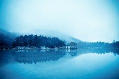 Paisaje del lago winter Fotos de archivo libres de regalías