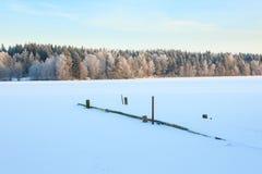 Paisaje del lago winter en Finlandia Imágenes de archivo libres de regalías