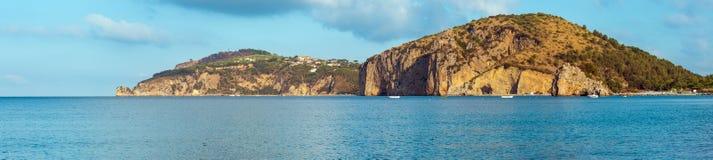 Paisaje del mar tirreno, Campania, Italia imagen de archivo