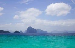 Paisaje del mar tropical en el día soleado Fotografía de archivo