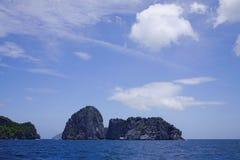 Paisaje del mar tropical en el día soleado Imagenes de archivo