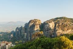 Paisaje del meteora por la mañana con el monasterio encima de la montaña, Grecia Fotografía de archivo