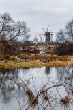 Paisaje del otoño con el molino de viento de madera viejo Fotos de archivo libres de regalías