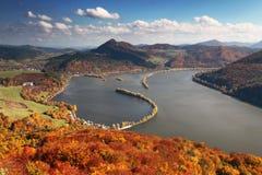 Paisaje del otoño con el río Fotografía de archivo