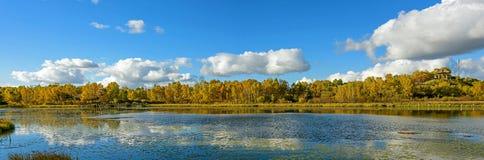 Paisaje del otoño del lago Sun Fotografía de archivo