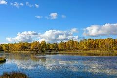 Paisaje del otoño del lago Sun Imágenes de archivo libres de regalías