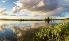 Paisaje del otoño en el río Ural, el Irtysh, Rusia Fotografía de archivo libre de regalías