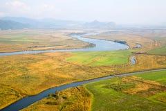 Paisaje del otoño en el valle del río de un pájaro-ojo Imágenes de archivo libres de regalías