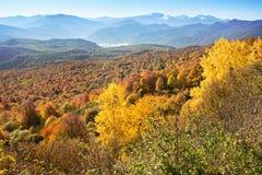 Paisaje del otoño en las montañas de Lago-Naki Imagen de archivo libre de regalías