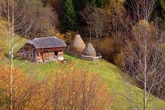 Paisaje del otoño en las montañas de Rumania Imagen de archivo