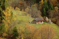 Paisaje del otoño en las montañas de Rumania Imagen de archivo libre de regalías
