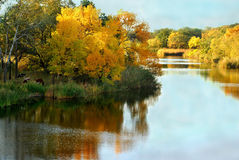 Otoño, paisaje, cerca del río foto de archivo