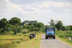 Paisaje del país de Myanmar con el pequeño carro Foto de archivo libre de regalías