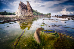Paisaje del paisaje marino en la playa de Tanjung Layar, Sawarna, Banten, Indonesia imágenes de archivo libres de regalías