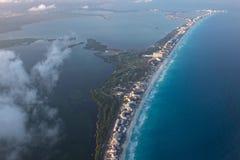 Paisaje del panorama de la opinión aérea de Cancun Foto de archivo libre de regalías
