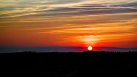 Paisaje del panorama de la puesta del sol en el desierto árabe, Dubai, UAE Imagen de archivo libre de regalías