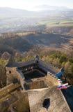 Paisaje del país y castillo de Stara Lubovna Imagenes de archivo